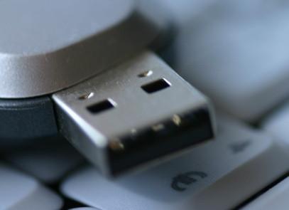 Cómo convertir un cable IDE a USB Cableado