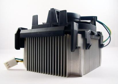 Cómo aplicar de alta densidad polisintética compuesto termal de plata de un ventilador de refrigeración
