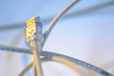 Cómo proporcionar energía adicional a un conmutador KVM