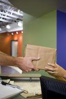 Cómo saber si su envío UPS necesita una firma