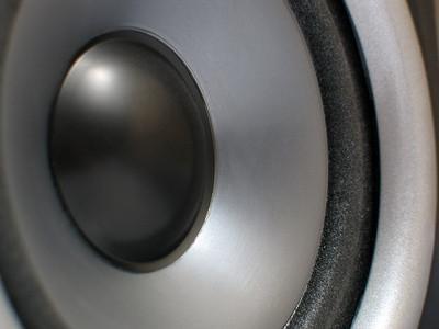 Cómo conectar monitores de estudio en YouTube