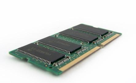 ¿Cómo puedo reemplazar la memoria en un HP Pavilion ZE4400?