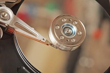 Cómo cambiar el disco duro en un Dell Inspiron 4000