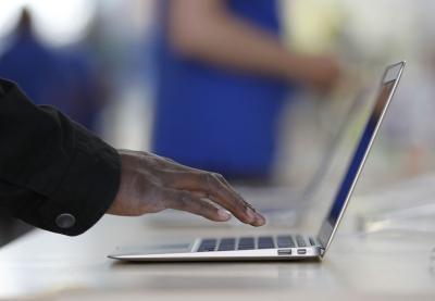 Cómo obtener Logitech Surround Sound para trabajar en Mac Laptops
