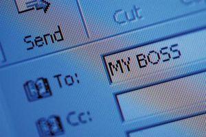 Cómo utilizar una lista de distribución para enviar personalizada de correo electrónico desde Microsoft Outlook