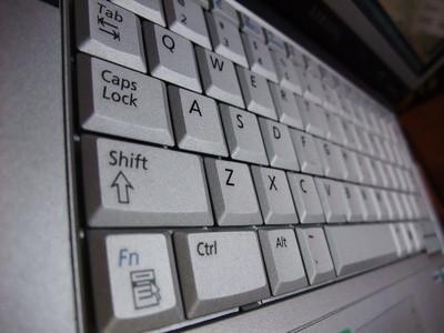 Cómo reiniciar un teclado portátil