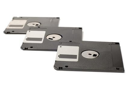 ¿Cómo almacenar los disquetes contra de los disquetes de alta capacidad?