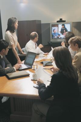¿Puedo conectar mi portátil a mi TV y utilizar Skype?