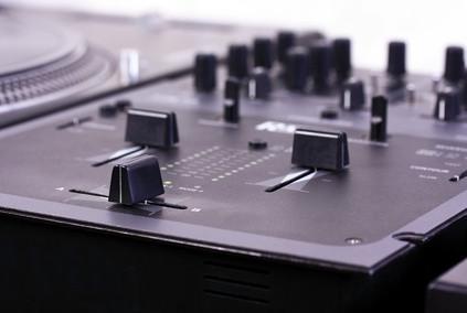 Cómo utilizar un DJ virtual en YouTube