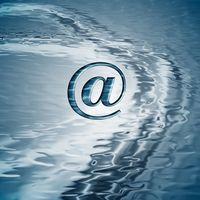 ¿Cómo se reenvía correo electrónico del grupo de mi libro de direcciones para alguien?