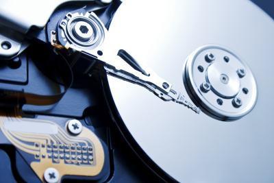 Diferentes tipos de dispositivos de almacenamiento de ordenador