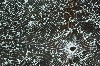 Las técnicas para laminar la película de poliester entre el vidrio