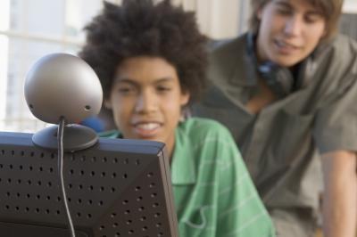 Cómo transmitir vídeo a través de una cámara web