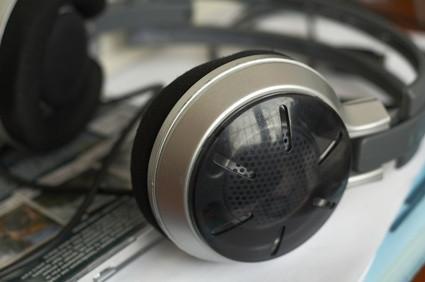 Cómo instalar un micrófono y auriculares de audio