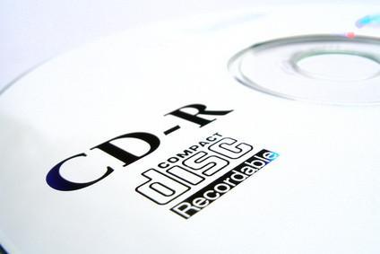 Cómo grabar música en un CD con títulos y Not Track Listados