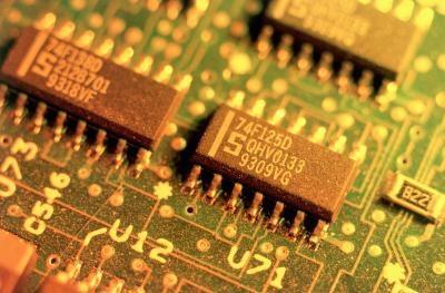 Cómo proteger tarjetas de circuitos electrónicos fuera de la bolsa estático