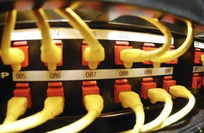 Cómo conectar un router inalámbrico a un adaptador Powerline