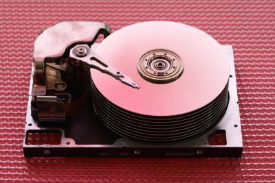 Cómo montar los discos duros internos en casos externos para recuperar datos