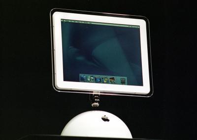 Cómo instalar memoria RAM en un iMac G4