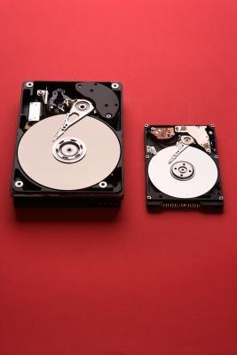 Cómo instalar una segunda unidad de disco duro en un Dell Dimension E521