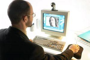 Cómo comunicarse con los demás a través de la webcam en su ordenador