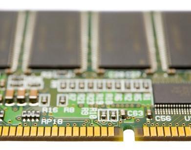 Cómo reemplazar la memoria en un IBM Think Pad T-43