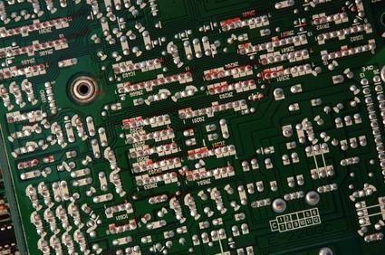 Cómo limpiar placas de circuito que se había condensadores con fugas