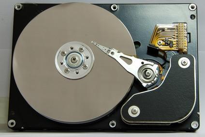 Cómo mover una unidad de disco duro de un ordenador a otro