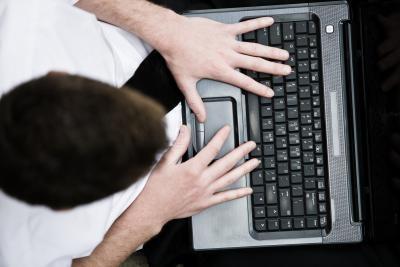 Cómo hacer una cara triste en un ordenador portátil