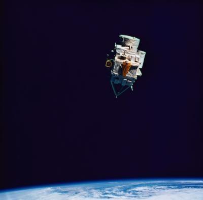 ¿Cuál es la diferencia entre microondas y satélite de comunicaciones?