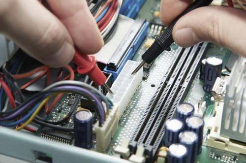 Las diferencias entre los cables azul y rojo SATA