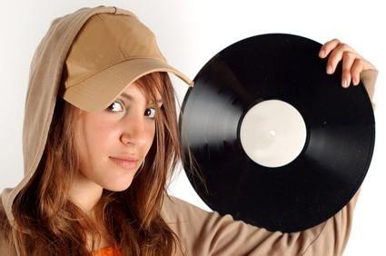 ¿Cómo puedo poner un disco de vinilo en mi iPod?