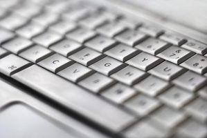 ¿Cómo los derrames de líquidos afectan a un teclado?