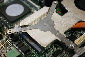 Cómo reemplazar la memoria RAM en un Compaq Armada E500