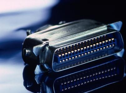 Cables para la instalación para el controlador SCSI de Adaptec