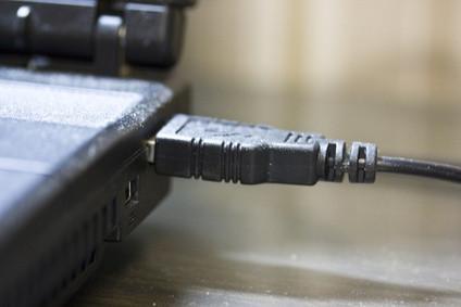 Cómo escuchar música de un dispositivo USB