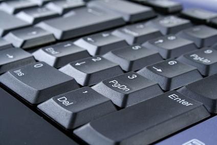 Cómo quitar y reemplazar un Dell Inspiron 1300 teclado