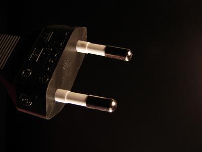 Cómo reparar la toma de corriente de un portátil de Apple
