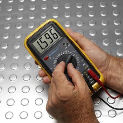 Cómo utilizar un multímetro digital para una fuente de alimentación de PC