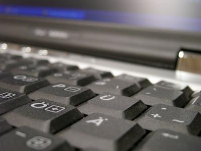 Cómo cambiar las teclas programadas para utilizar las funciones en un Compaq Presario C700