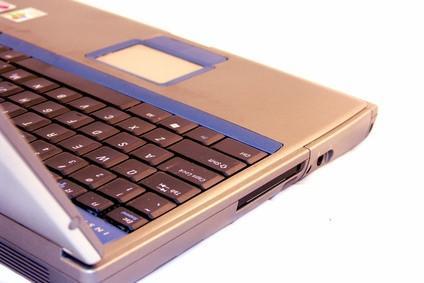 Cómo abrir un ordenador portátil Sony Vaio