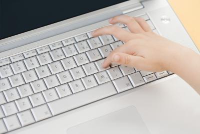 ¿Cuáles son los actores y personajes extranjeros en el teclado llamado?