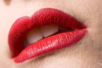 Cómo hacer que los labios rojos aparecen más claras con Photoshop