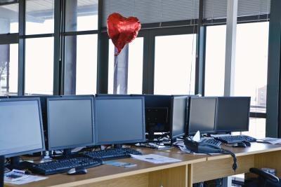 Cómo establecer tres monitores en un Dell Optiplex 755