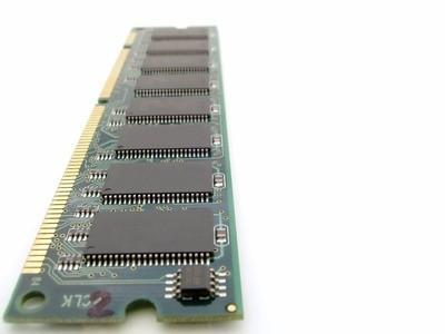 Cómo actualizar la memoria RAM a 512 De 256 RAM en una Dell 4600C